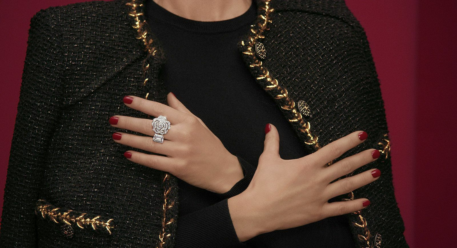 Asymmetric design in Chanel haute joaillerie 1.5 collection 'Contraste Blanc' ring