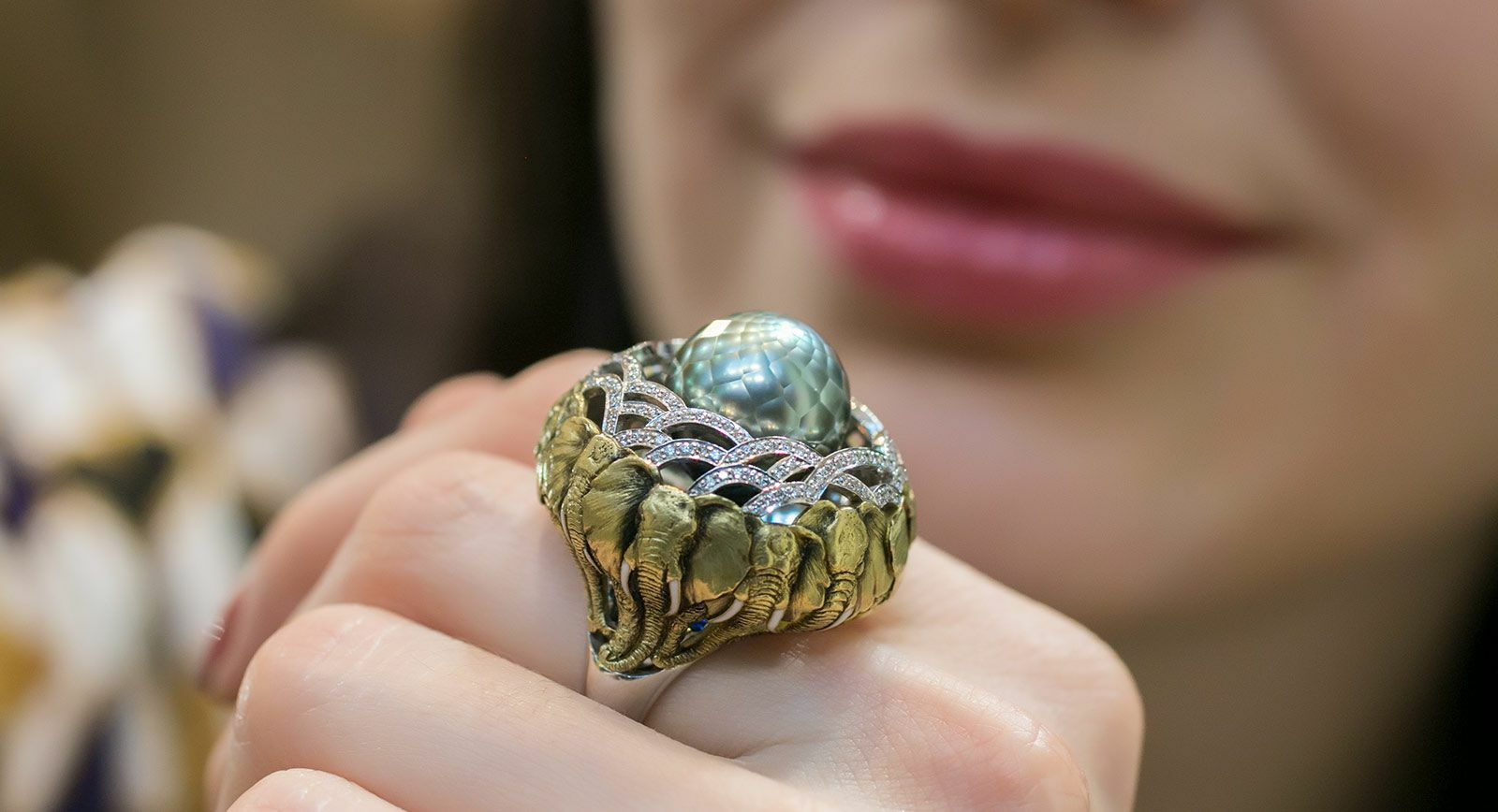 Elephants ring by Ilgiz F made in yellow gold with diamonds and a faceted pearl