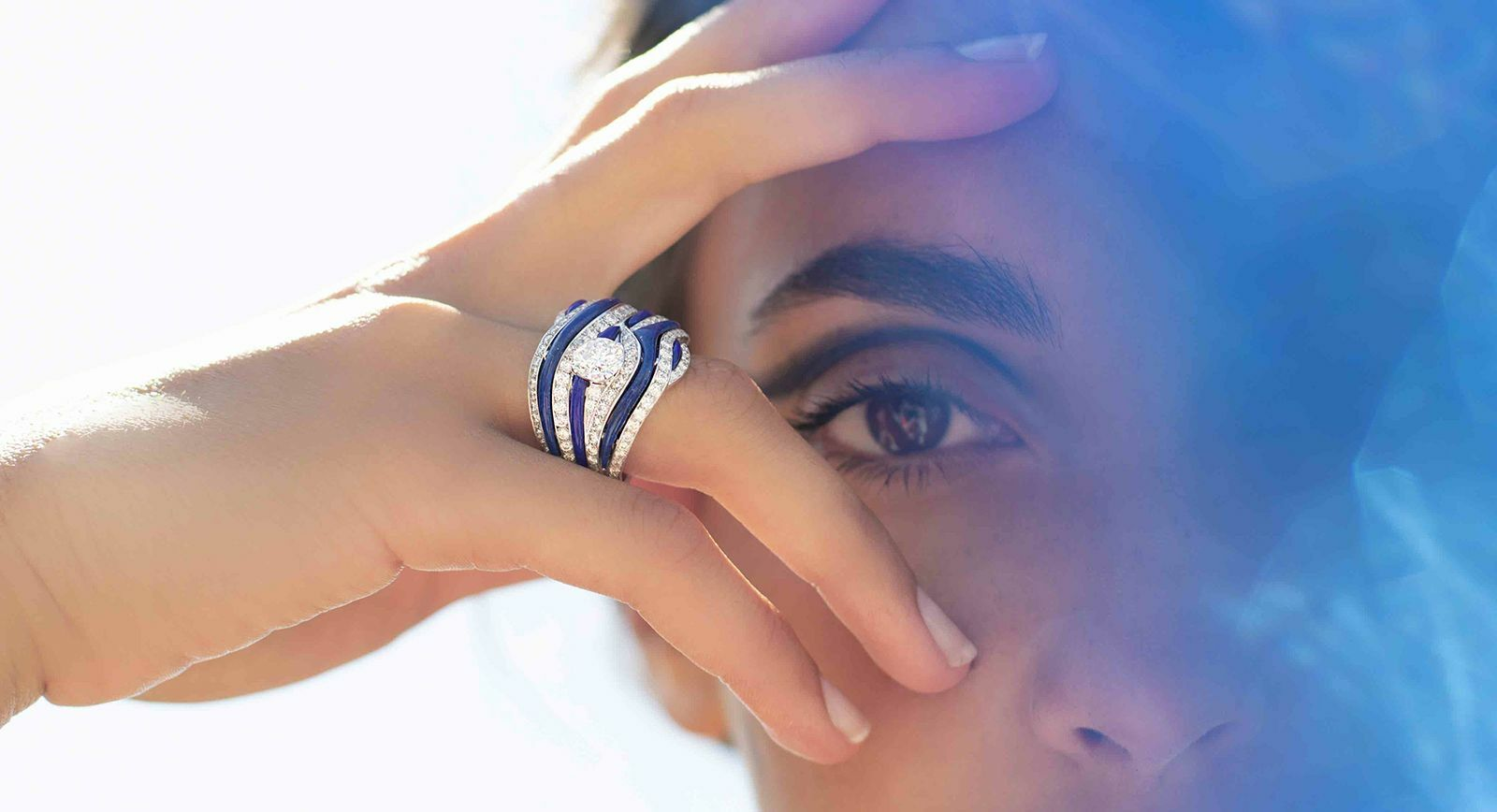 Mellerio Dits Meller 'Ondine' ring from the 'Le Ciottoli' collection with diamonds and lapis lazuli