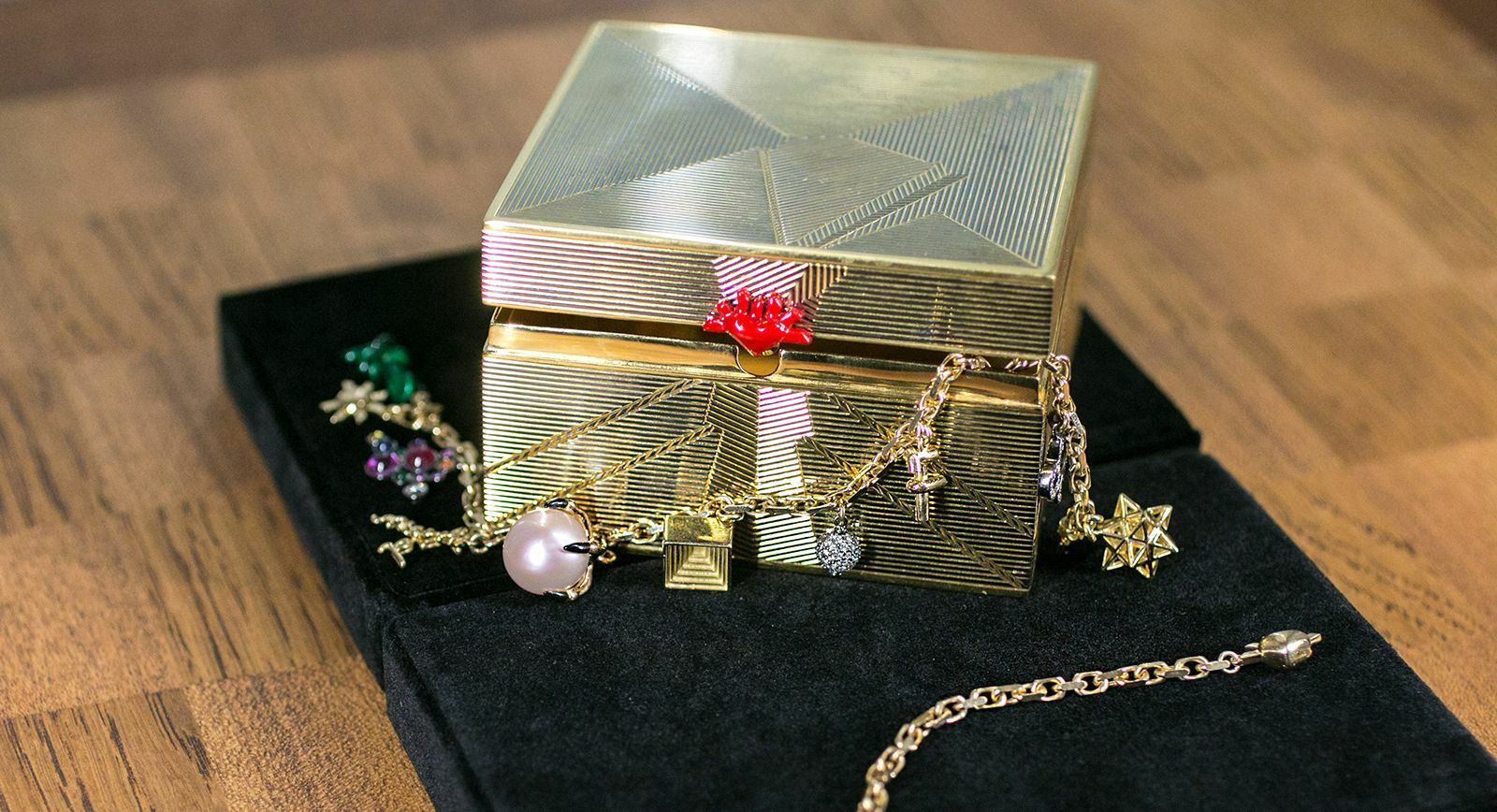 Solange Azagury-Partridge Sentimentals collection 'Keepsake Box' with lacquer decoration in gold vermeil
