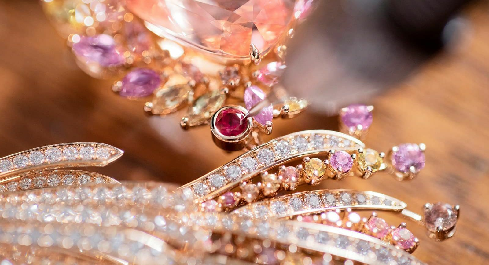Колье Gübelin Jewellery Blushing Wing сапфир падпараджа