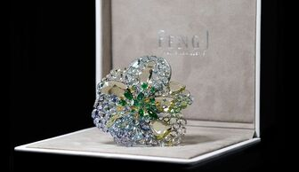 S1x1 icy green dahlia   brooch