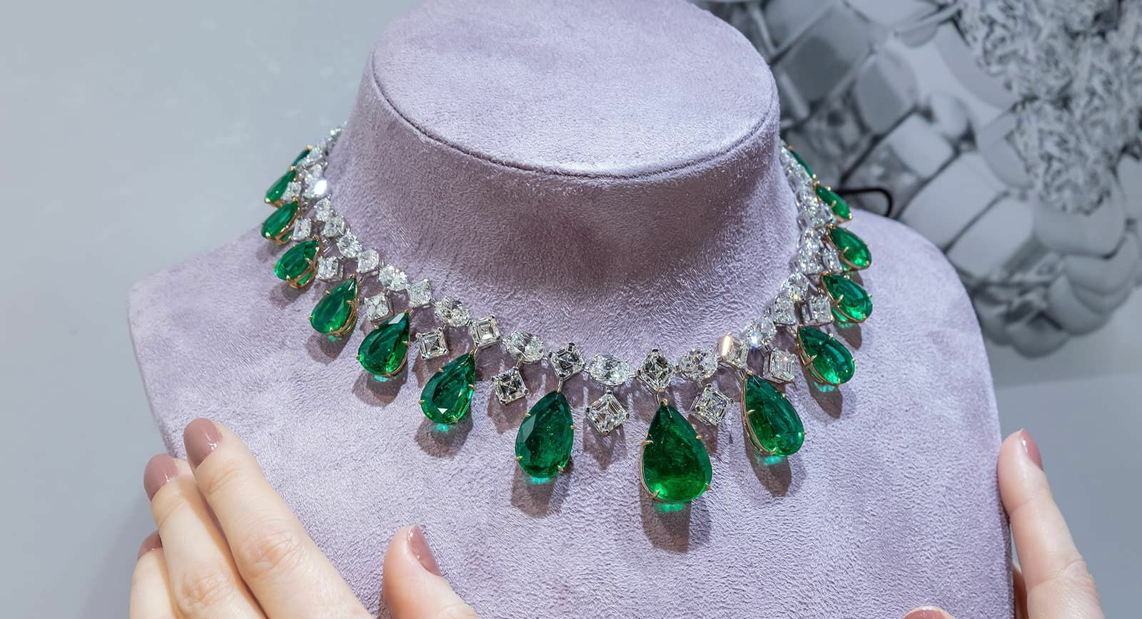 Luvor emerald and diamond necklace