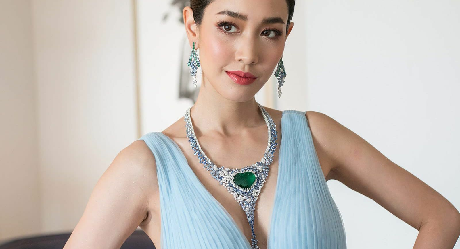 Avakian necklace with a 40-carat heart-shaped Colombian emerald, worn by Thai actress Peechaya Wattanamontree