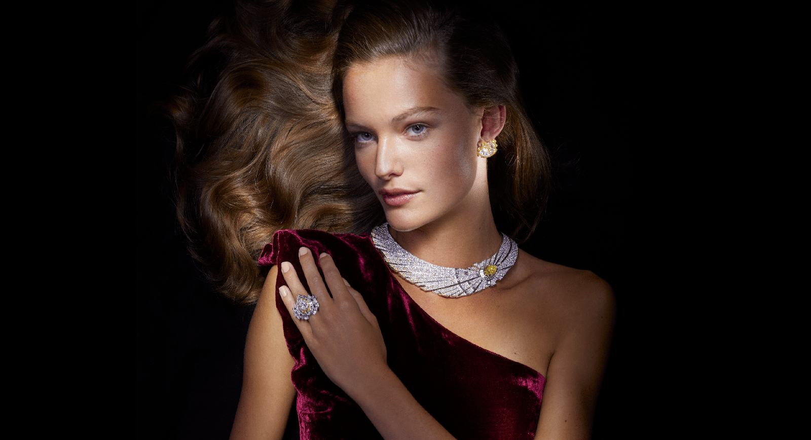 Van Cleef & Arpels Sous les Étoiles High Jewellery Collection Halley Necklace and Ring