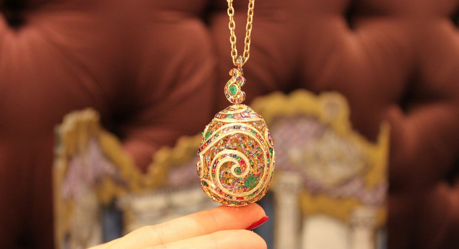 Fabergé Brings Out Kaleidoscope of Colours in Rococo Pendant