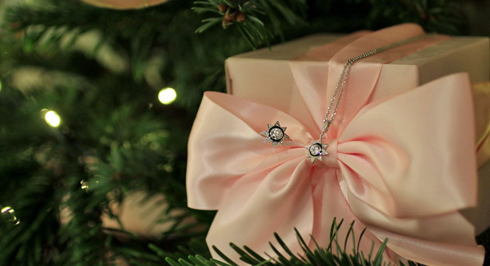 Boodles Brings Pink – Hued Christmas to the Savoy