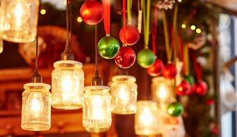 S1x1 christmas candles and baubles