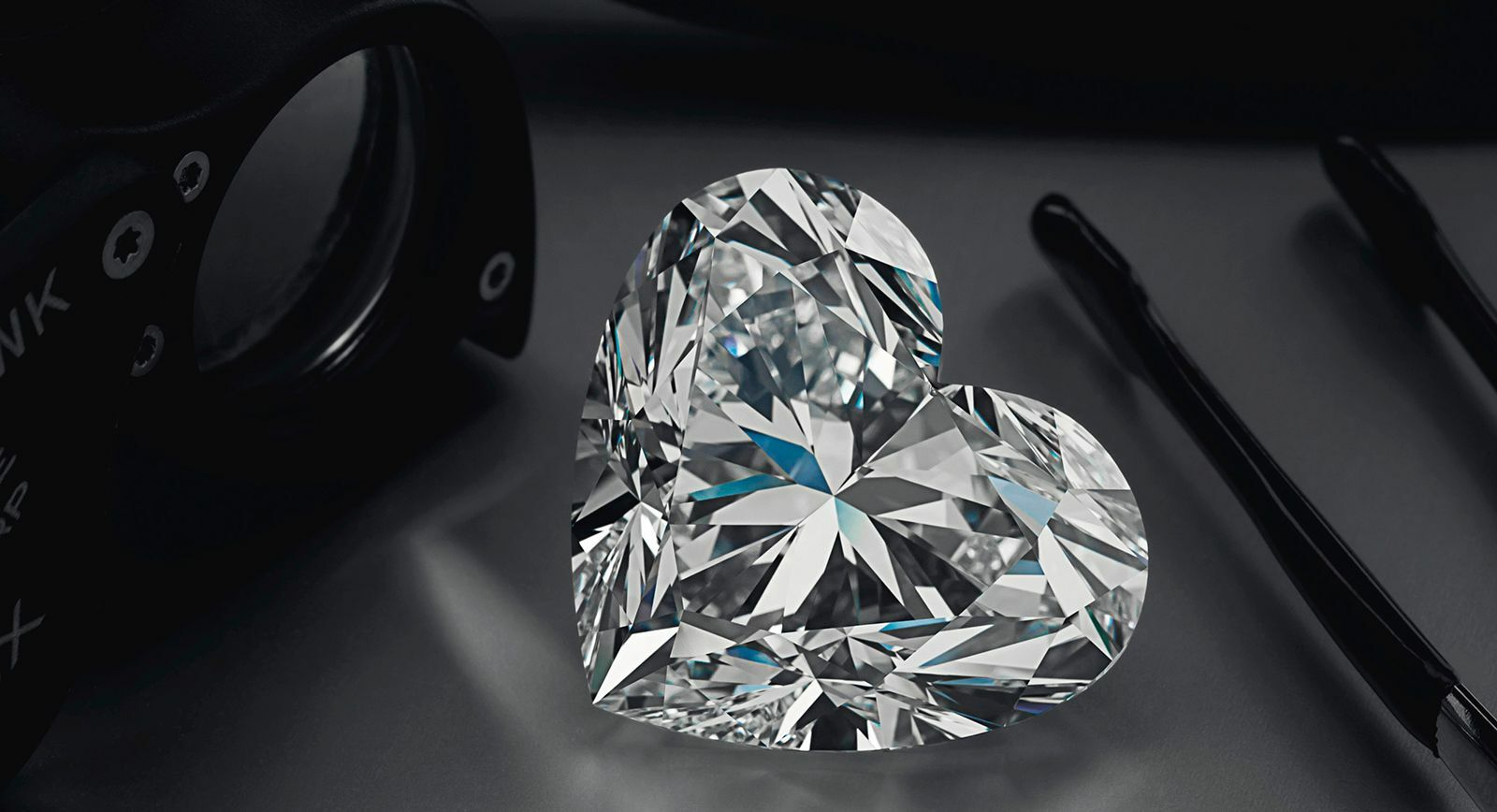 "Largest ever ""heart-cut"" diamond La Legende put up for sale at Christie's"