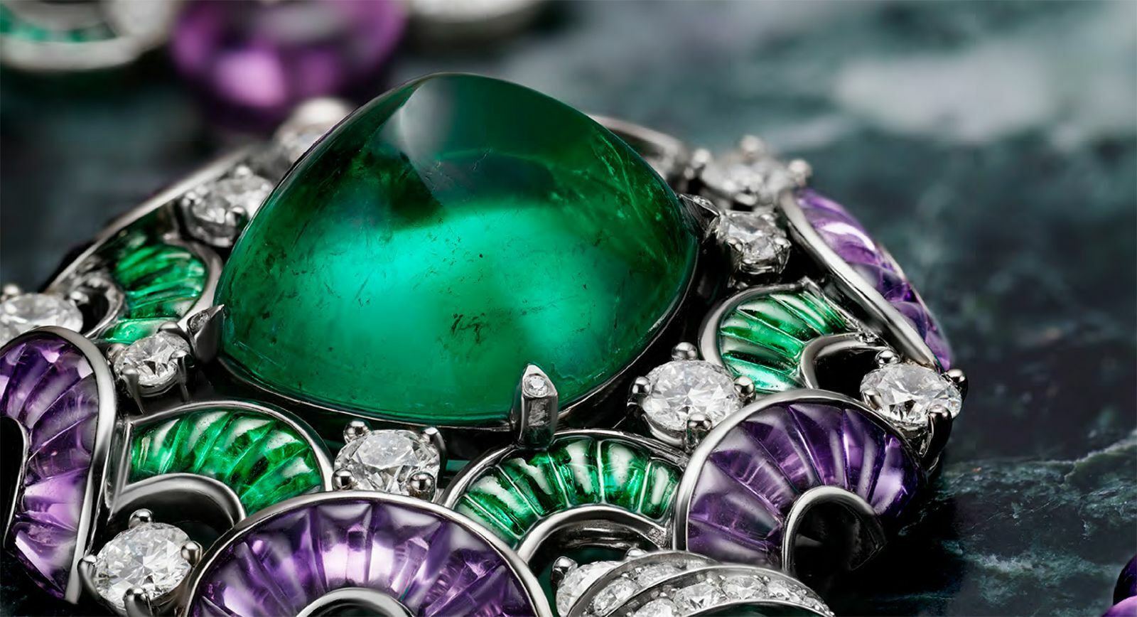 Bulgari La Festa necklace with a sugarloaf emerald