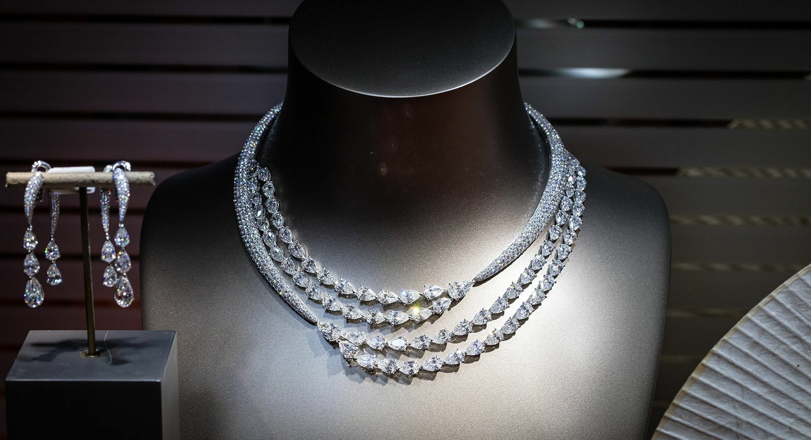 Adler necklace with diamonds