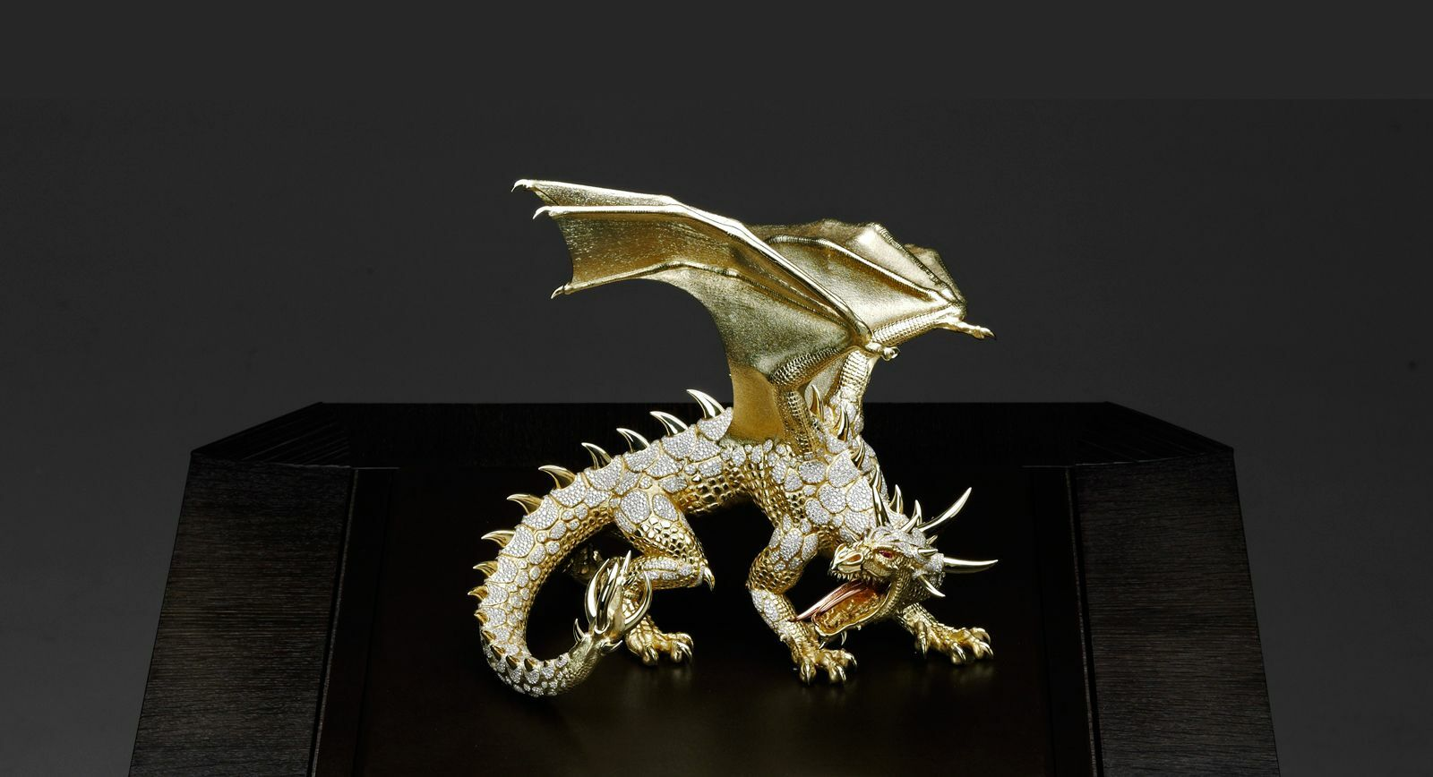 Giberg: 'Ahton' the  dragon - spectacular artwork with almost 8000 diamonds