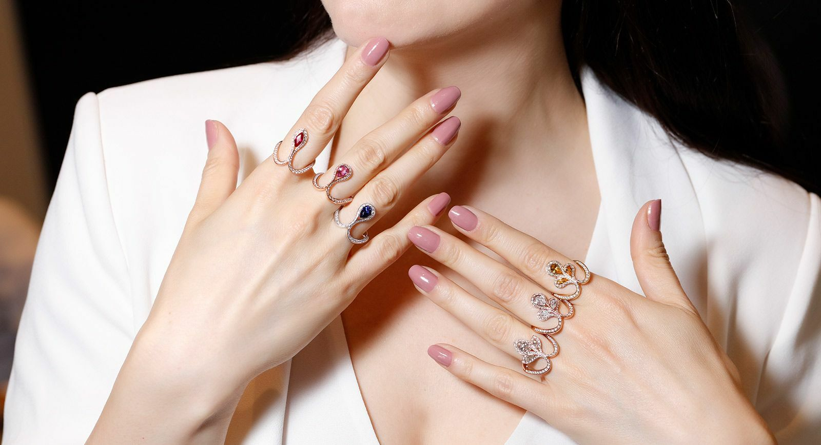Baenteli Royale collection rings with sapphires and diamonds in white and rose gold