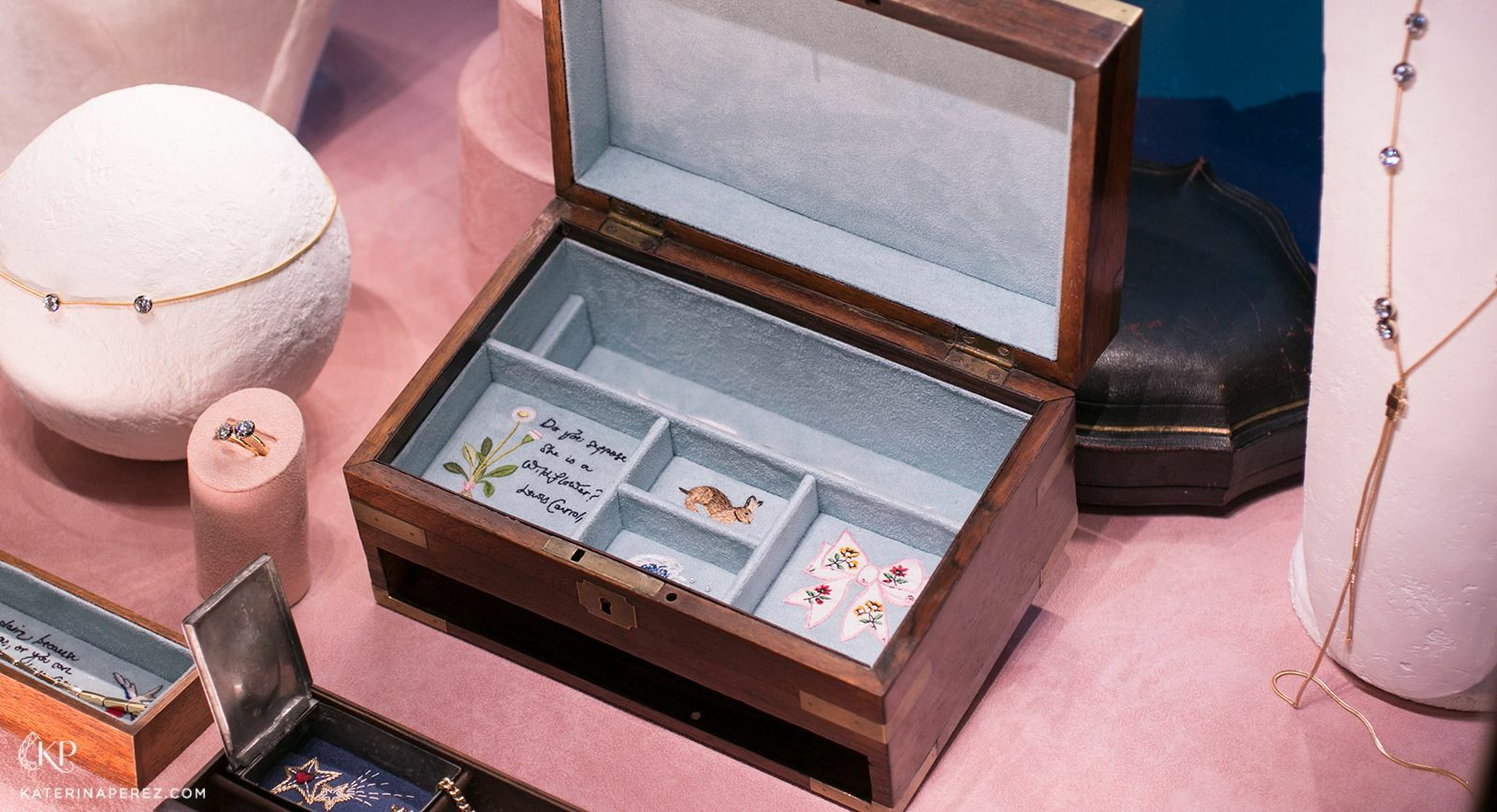 Luxury jewellery boxes: A home for your precious treasures