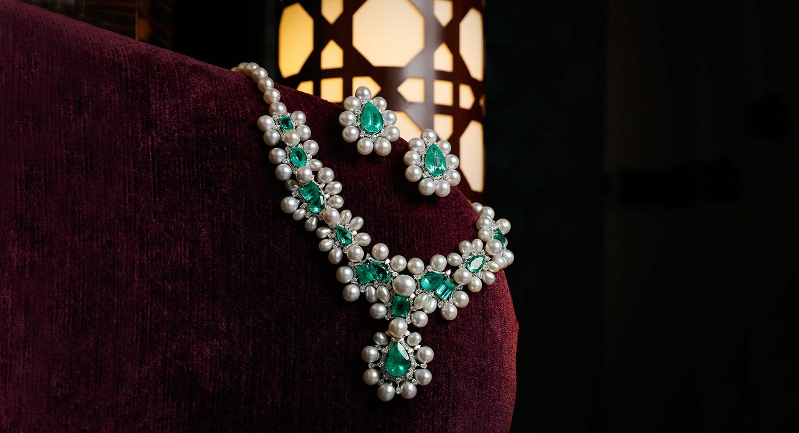 Kamyen pearl and emerald parure