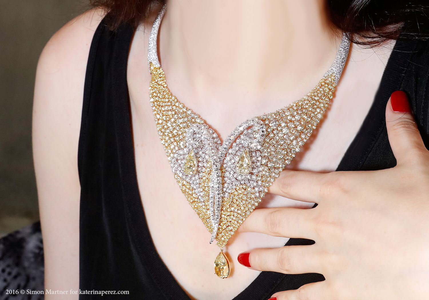 Boghossian Mesh necklace with over 140 cts of colourless and yellow diamonds
