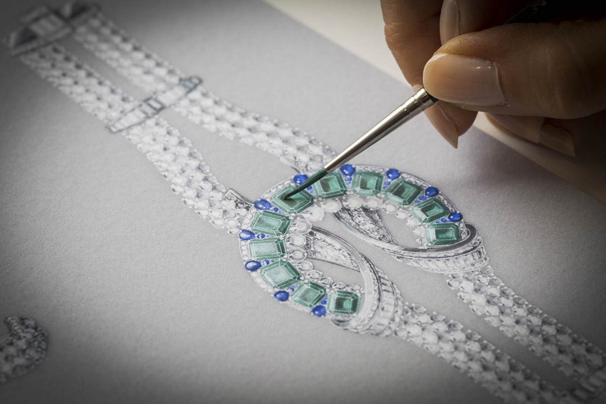 Van Cleef&Arpels Liens Antiques bracelet. White gold, round and baguette-cut diamonds, round and buff-topped pear-shaped sapphires, 11 octagonal-cut emeralds for a total of 19.38 carats (Colombia)