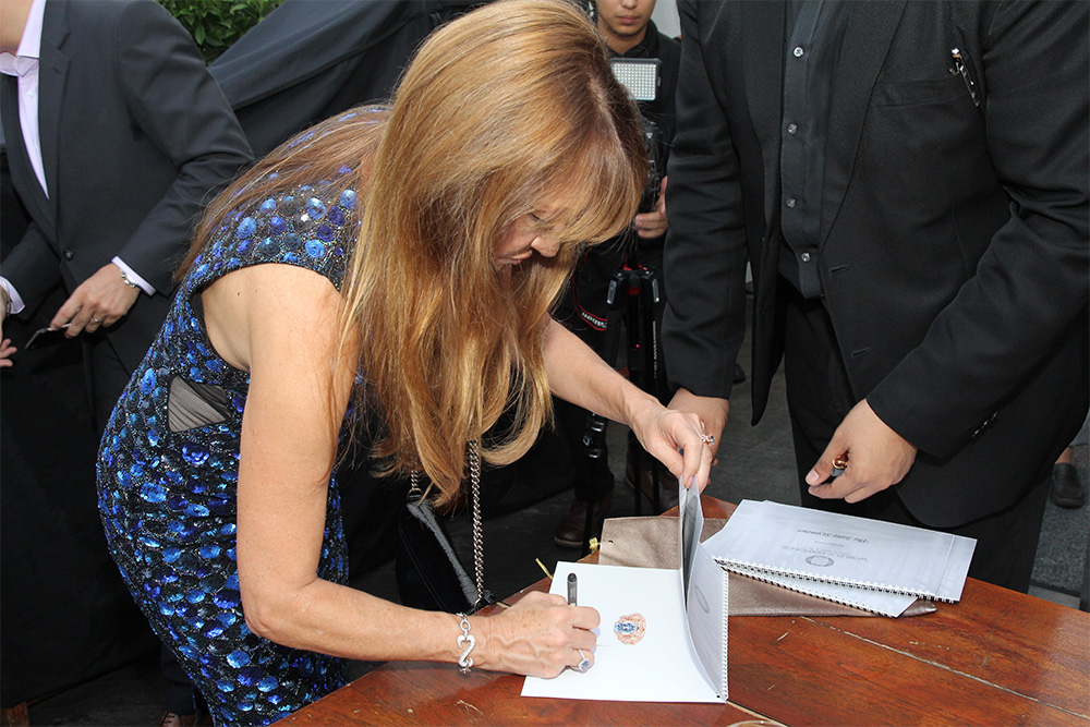 Jane Seymour endorsing the catalogue The Jane Seymour