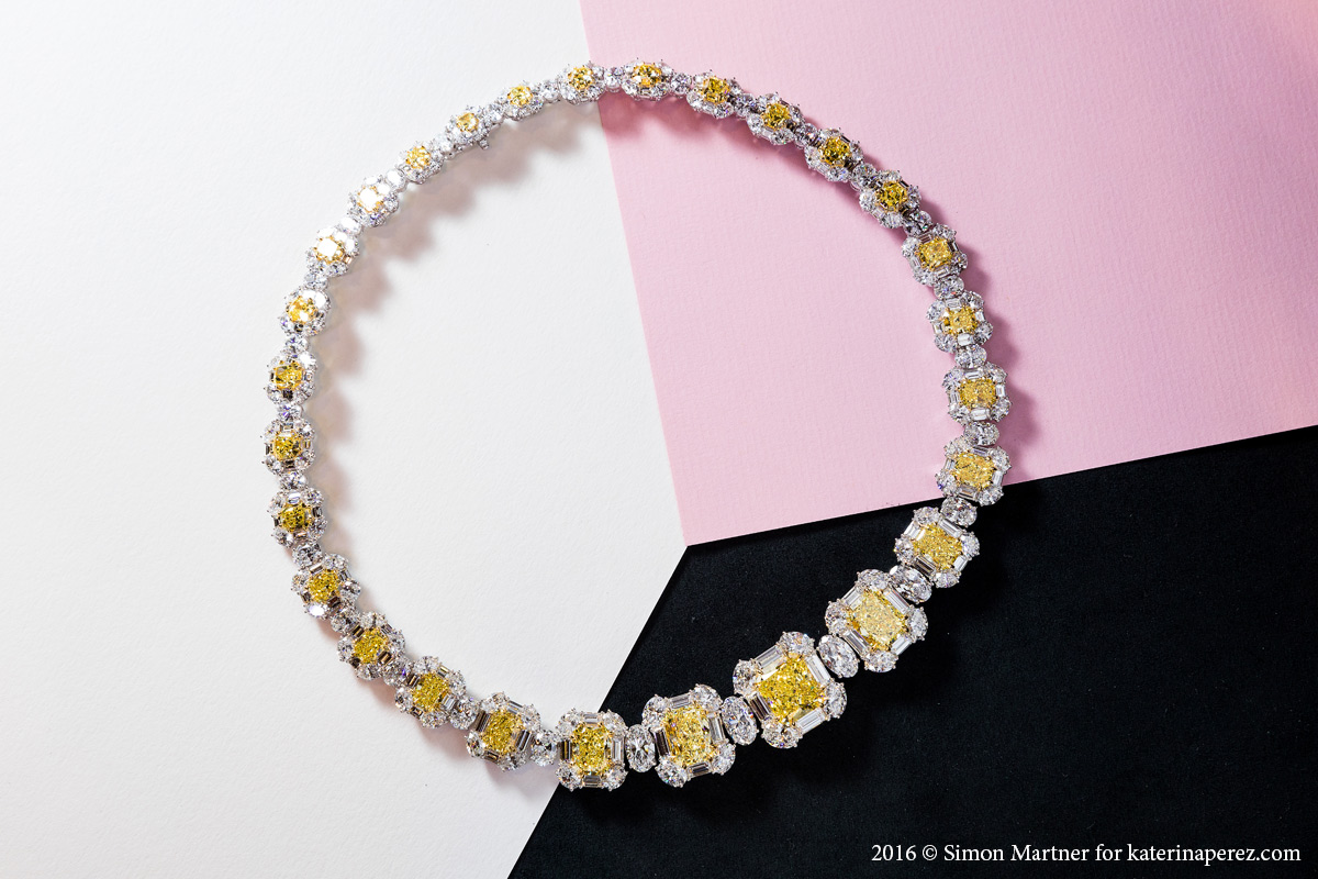Setare Circular necklace with 47.89 cts of Fancy Intense Yellow diamonds with 9.55 cts center stone and bordered by 59.33 cts of white diamonds