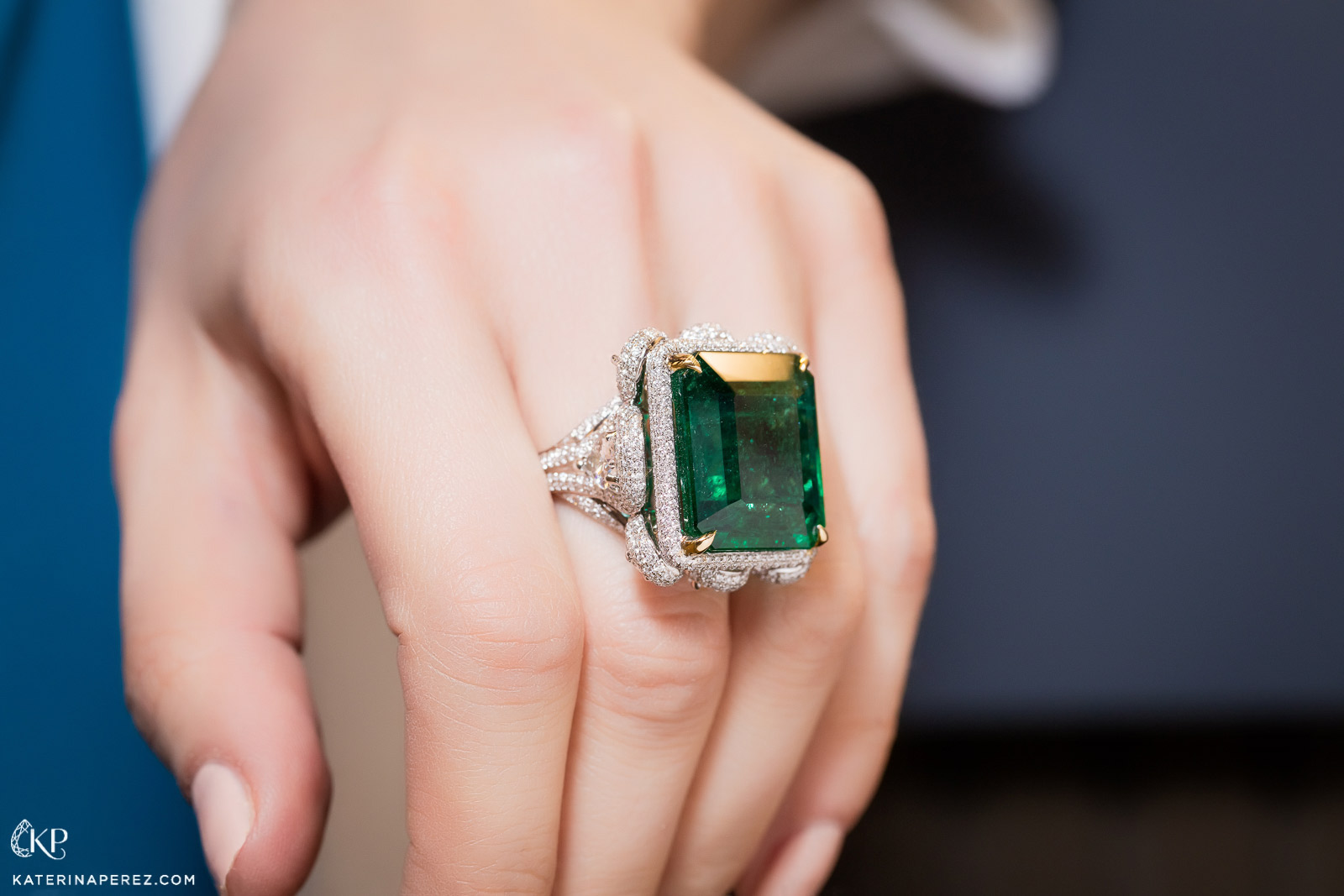 Takat cocktail ring with 24 cts Colombian emerald and 8 cts of diamonds. Photo by Simon Martner.