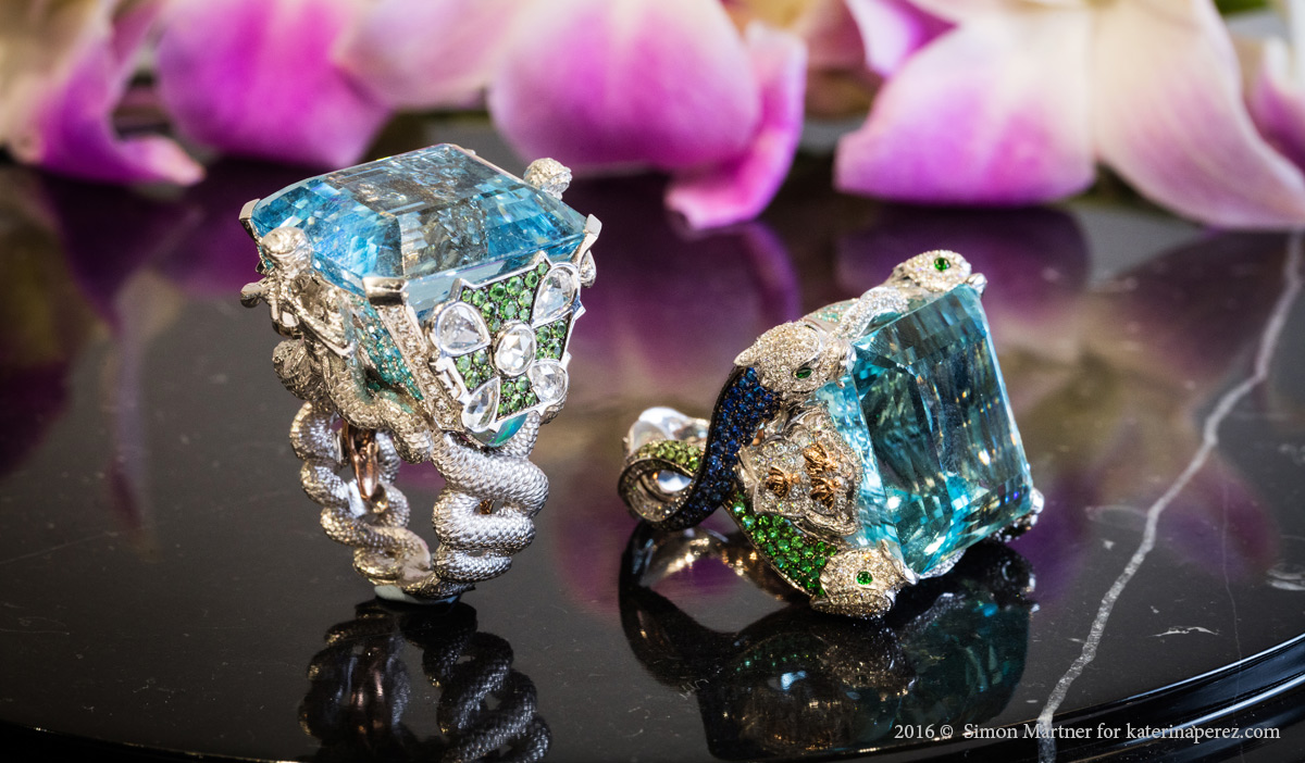 Left: Alessio Boschi ring dedicated to Fontana de Moro. Right: dolphin ring with a 56.04 cts aquamarine dedicated to Fontana del Tritone
