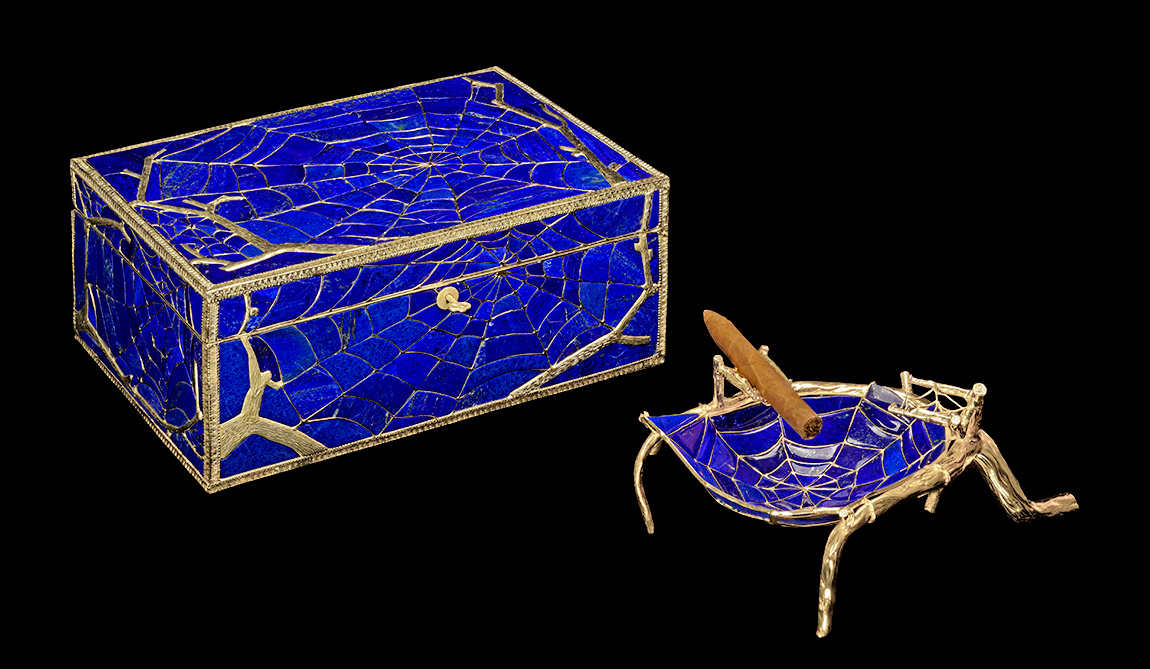 L'Aquart Spiderweb humidor made of lapis lazuli