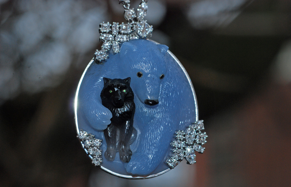 Bear and Wolf gold pendant with diamonds, sapphyrin and agates by Ekaterina Kostrigina