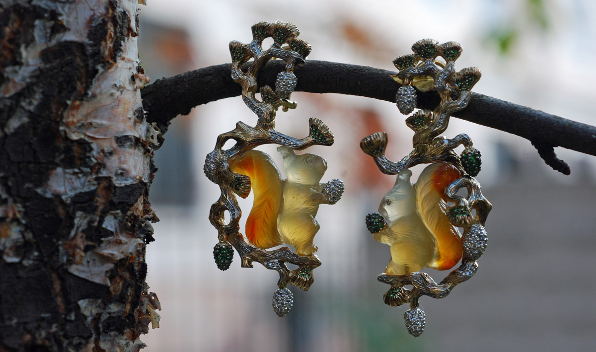 Diamond, tsavorite and carnelian Squirrel earrings in gold by Ekaterina Kostrigina