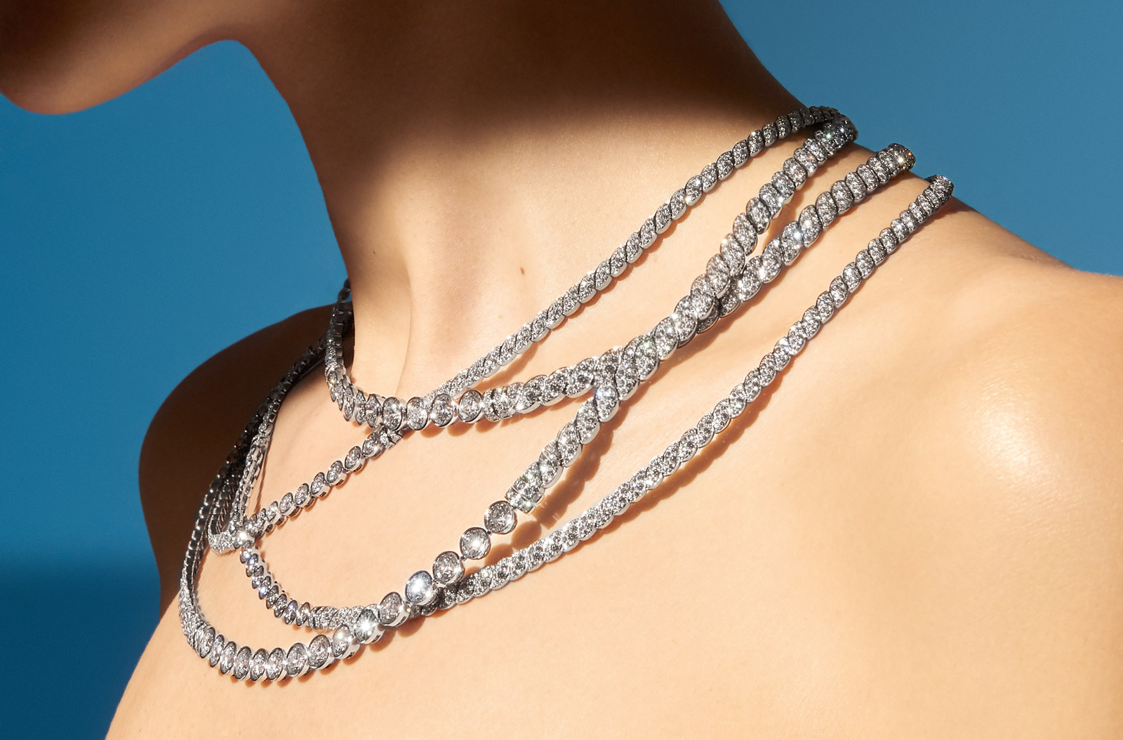 """Sparkling Lines"" necklace from ""Flying Cloud"" collection in 18K white gold set with 49 round-cut diamonds and 2823 brilliant-cut diamonds"