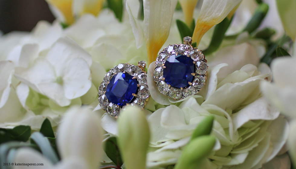 A MAGNIFICENT PAIR OF LATE 19TH CENTURY KASHMIR SAPPHIRE AND DIAMOND EARRINGS