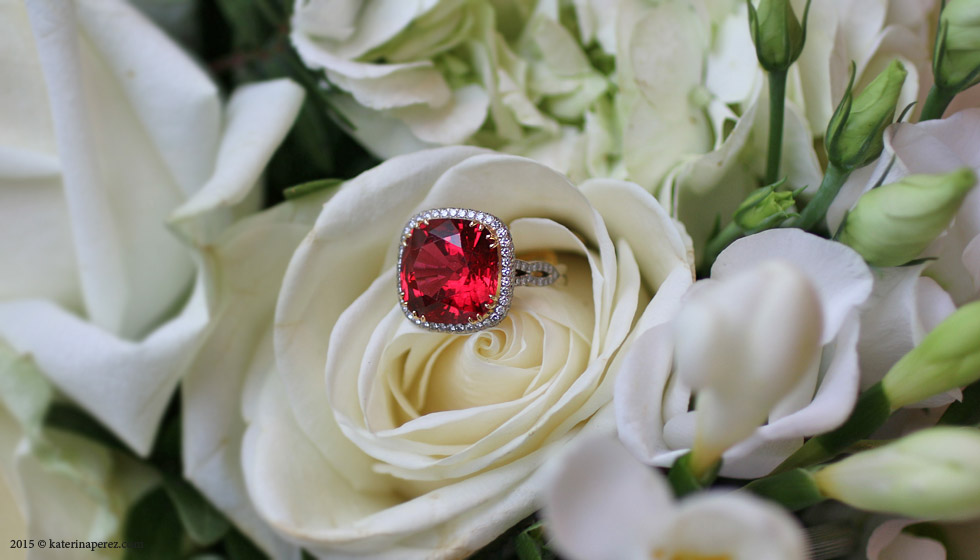 A 11.71 CTS SPINEL AND DIAMOND RING
