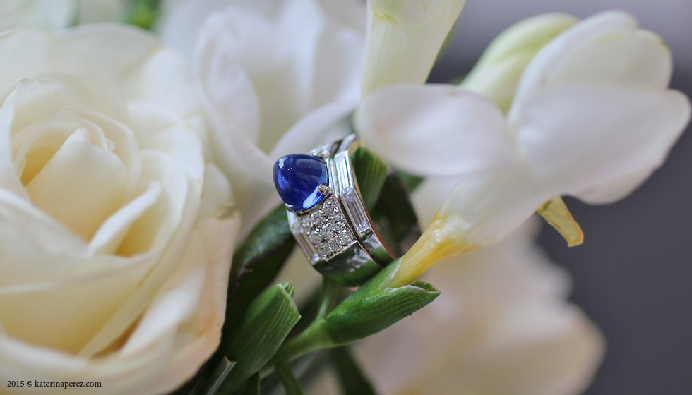 A 3.50 CTS KASHMIR SAPPHIRE AND DIAMOND DRESS RING, CIRCA 1935