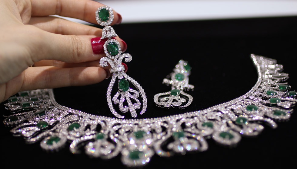 Bapalal Keshavlal emerald and diamond necklace and earrings