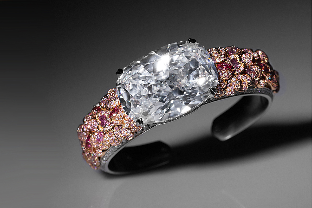 David Morris bracelet 60 cts cushion cut diamond in the centre, pink and white diamonds on articulated petals