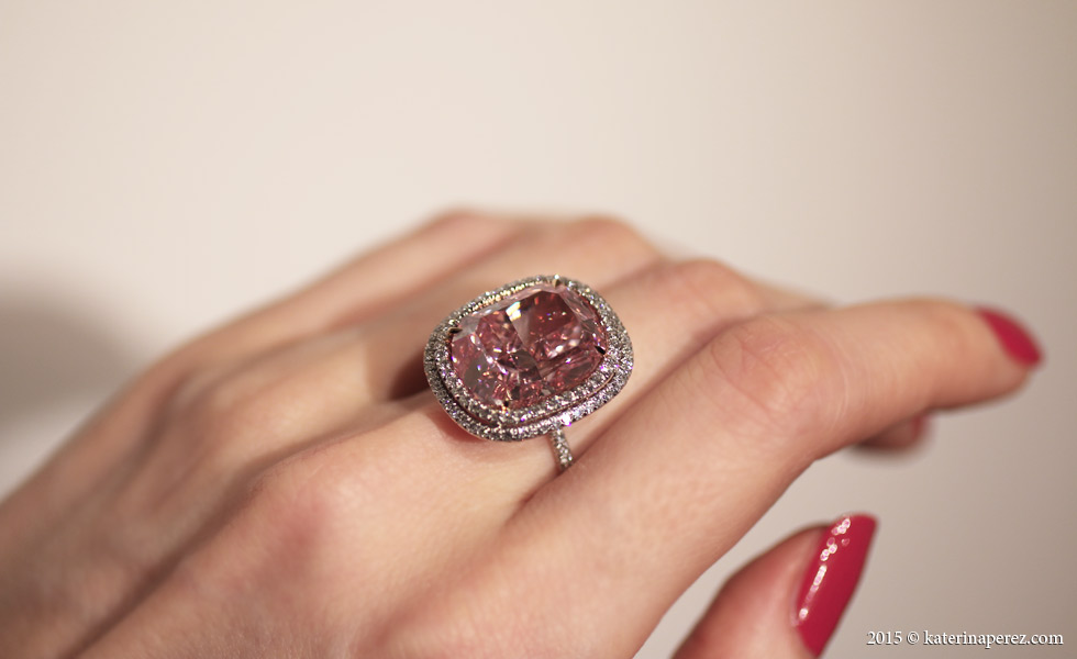 16.08 CTS CUSHION-SHAPED FANCY VIVID PINK DIAMOND - THE LARGEST AT AUCTION