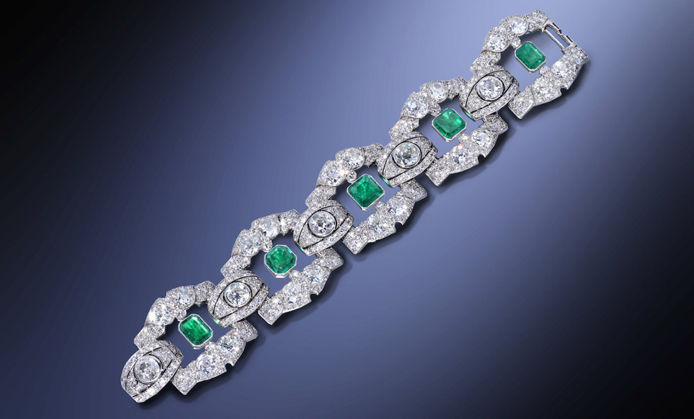Linzeler-Marchak bracelet featuring a 38 cts diamonds and an emeralds weighing just under 8 carats