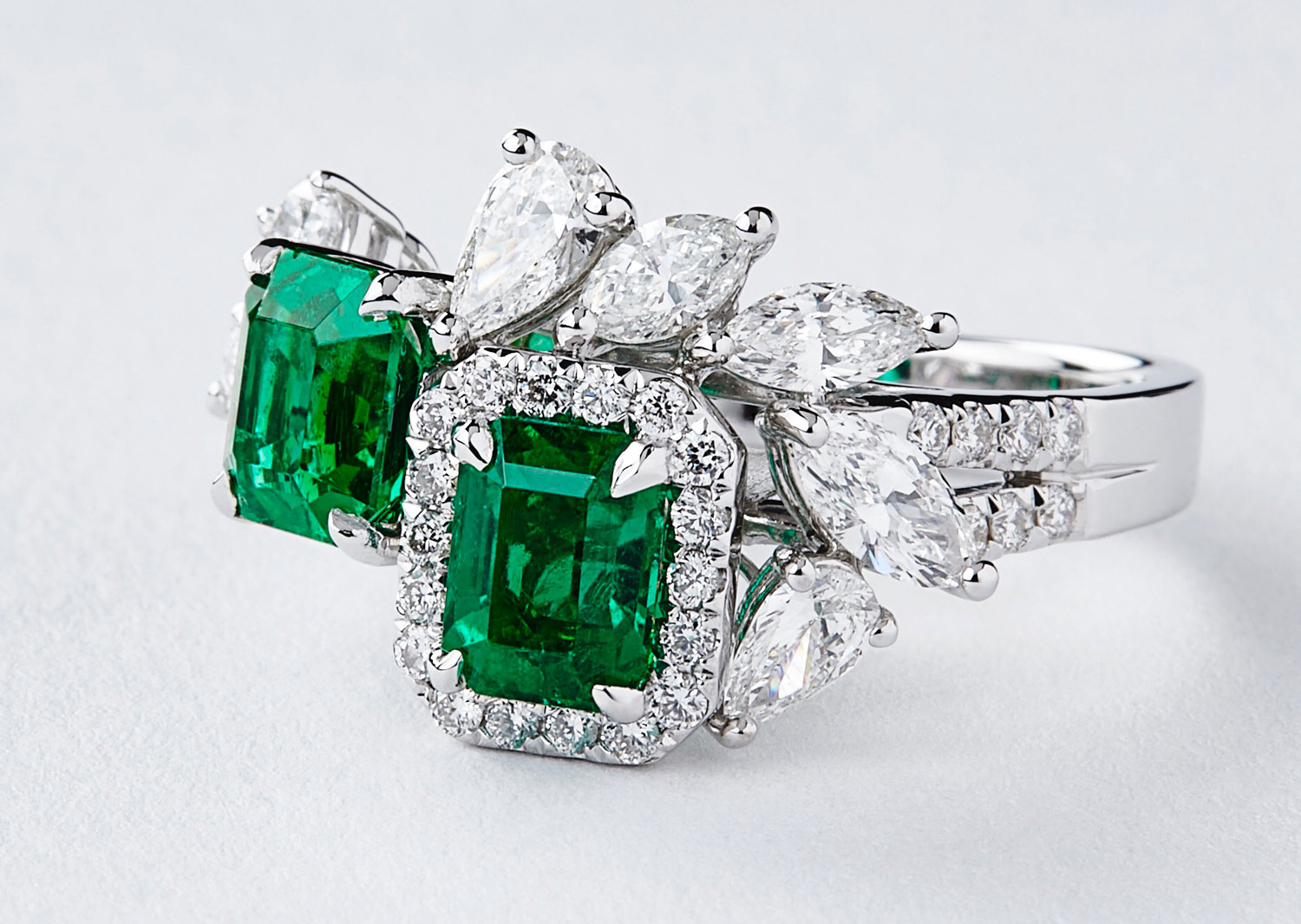 QIU Fine Jewelry QIU Fine Jewelry ring with emeralds and diamonds from Shanghai/Shanghai 2017 collection