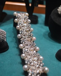 Pearls and diamonds vintage bracelet in white gold by Scala
