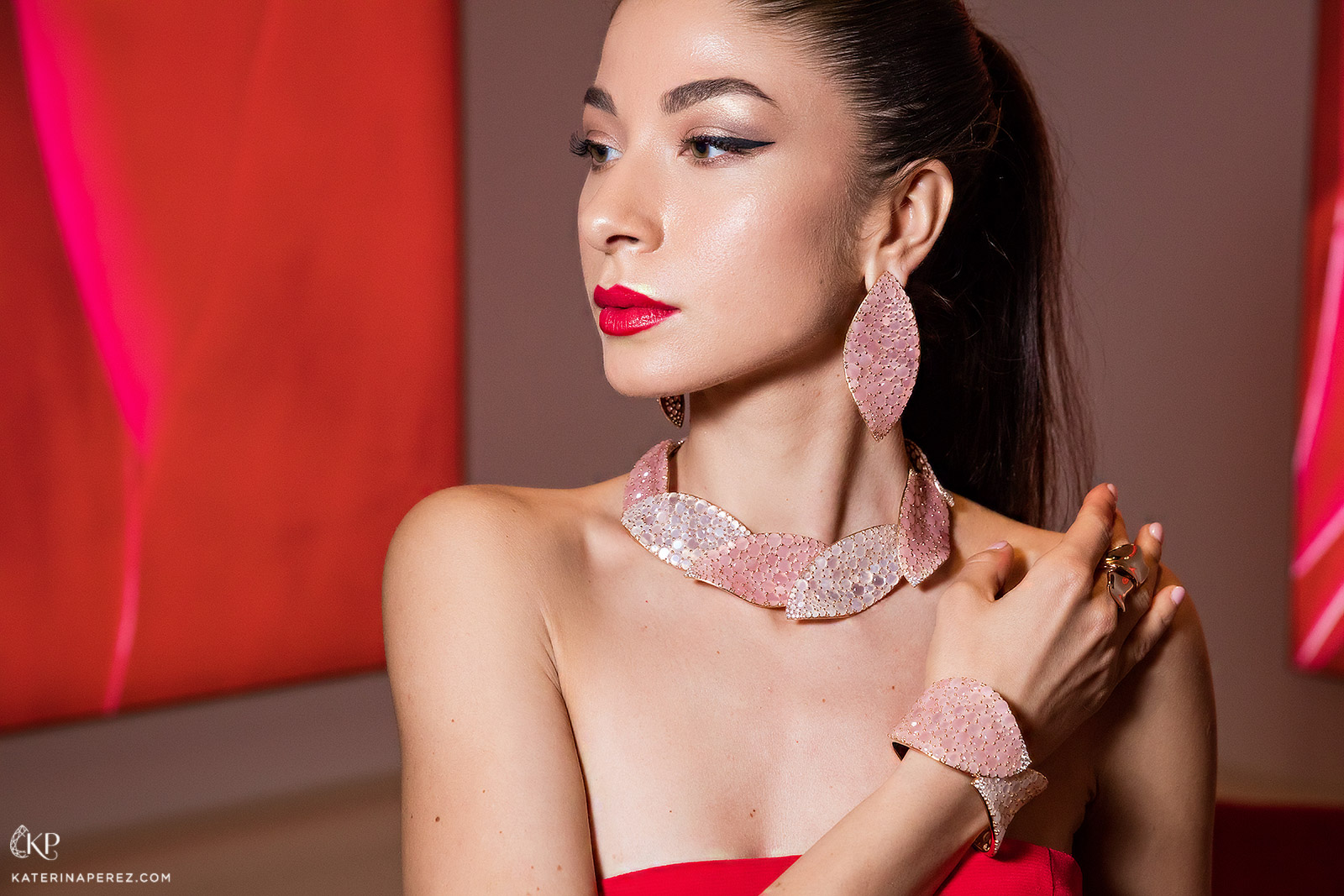 Pasquale Bruni Lakshmi collection jewellery in yellow gold with pink chalcedony. Photo by Simon Martner for Katerina Perez