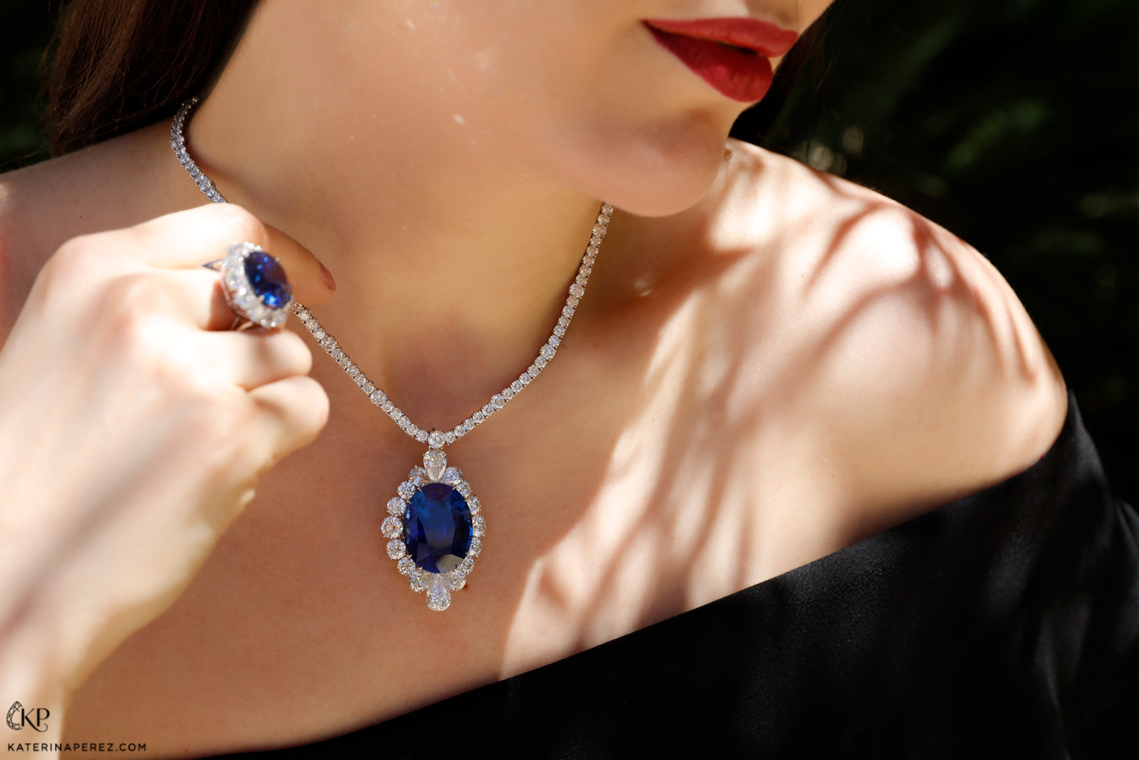 Bayco necklace with 60 carat oval sapphire from Burma and diamonds
