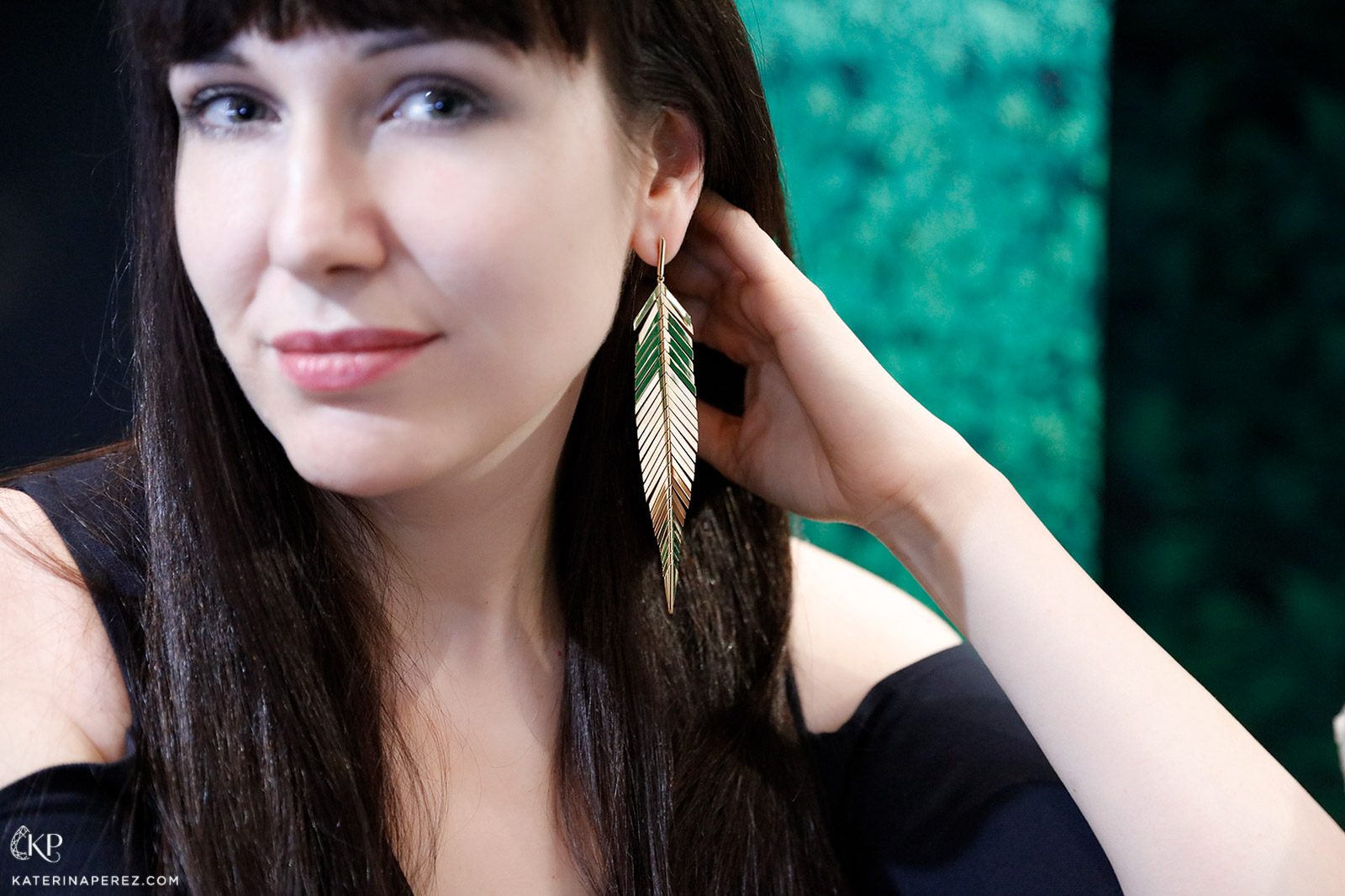 CADAR 'Feathers' earrings in yellow gold from the 'Second Skin' collection