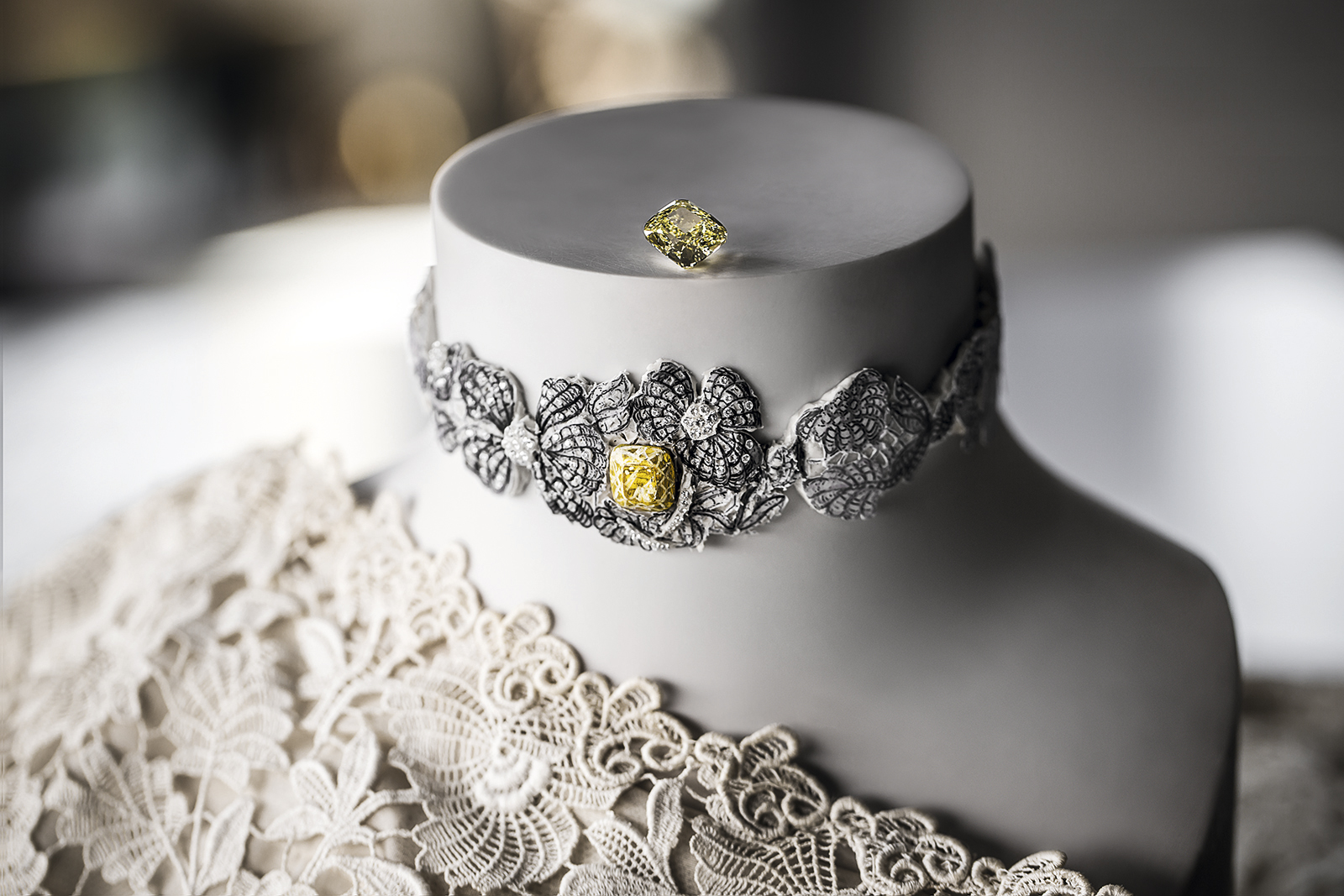 Dior 'Dentelle Guipure Spinelle Jaune' necklace in white gold, yellow diamond and diamonds