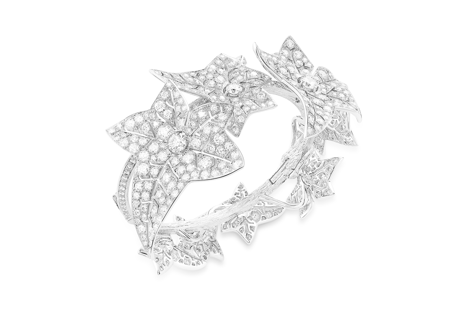 Boucheron 'Lierre Givre' cuff with pavé diamonds on white gold