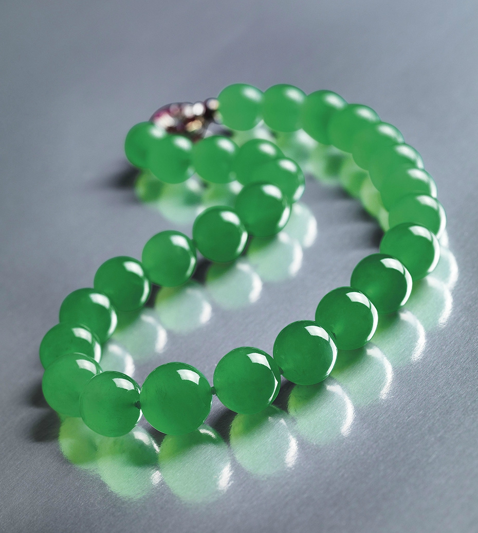 The Hutton-Mdivani jadeite necklace, whose price increased dramatically between 2 auctions