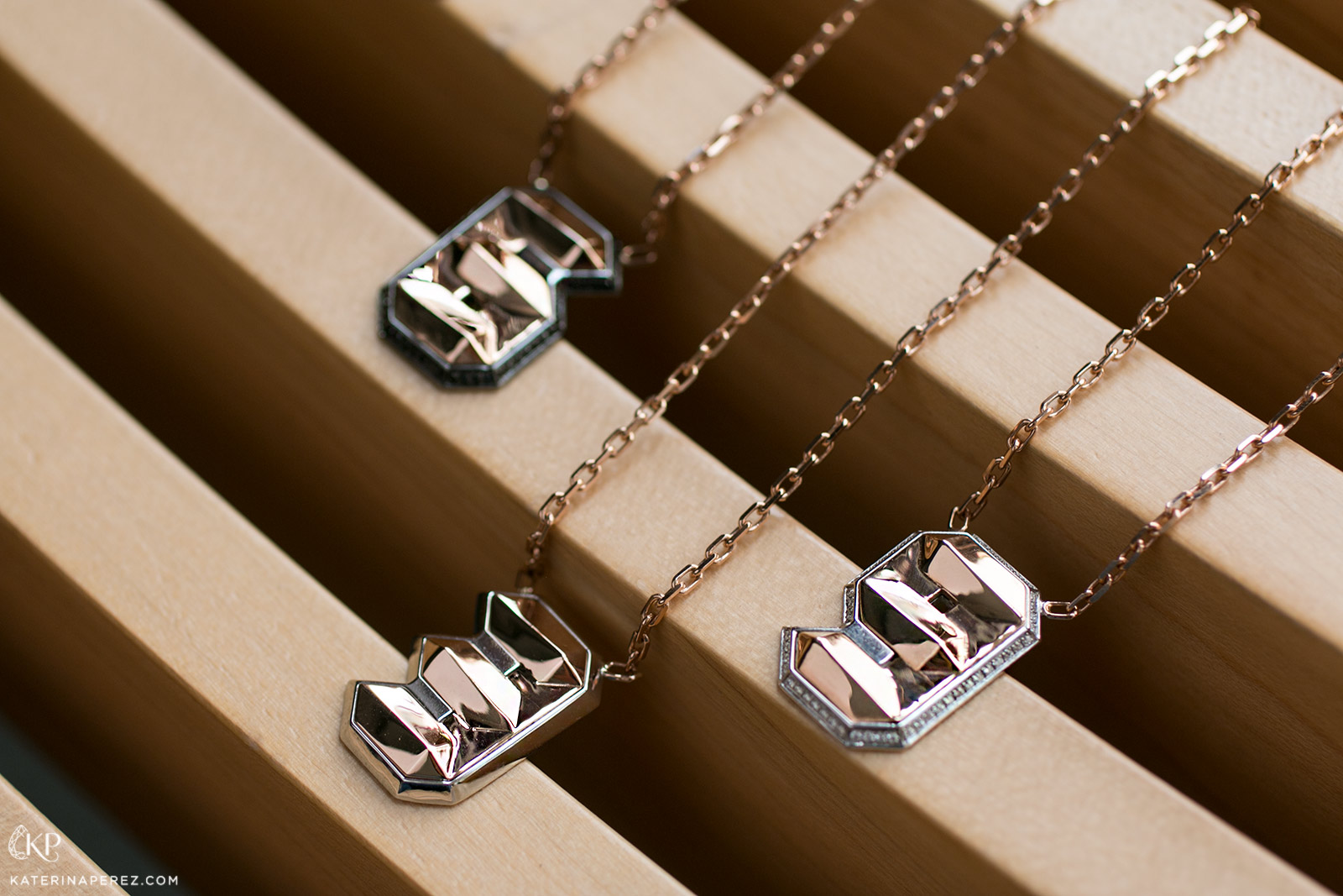 VMAR pendants with colourless and black diamonds in titanium and 18k gold