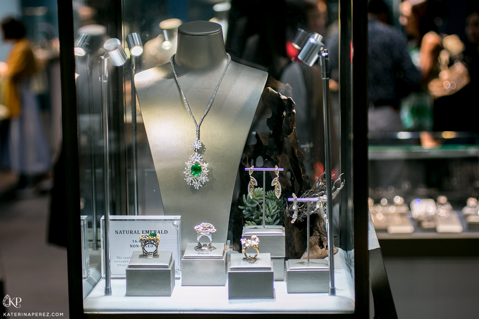 A fine jewellery display at Jeweluxe 2018
