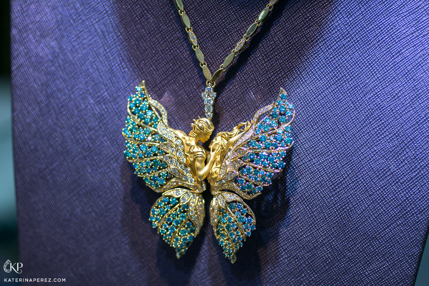 Magerit 'Butterflies in Love' necklace from the 'Eternity' collection with blue and colourless diamonds in 18k yellow gold