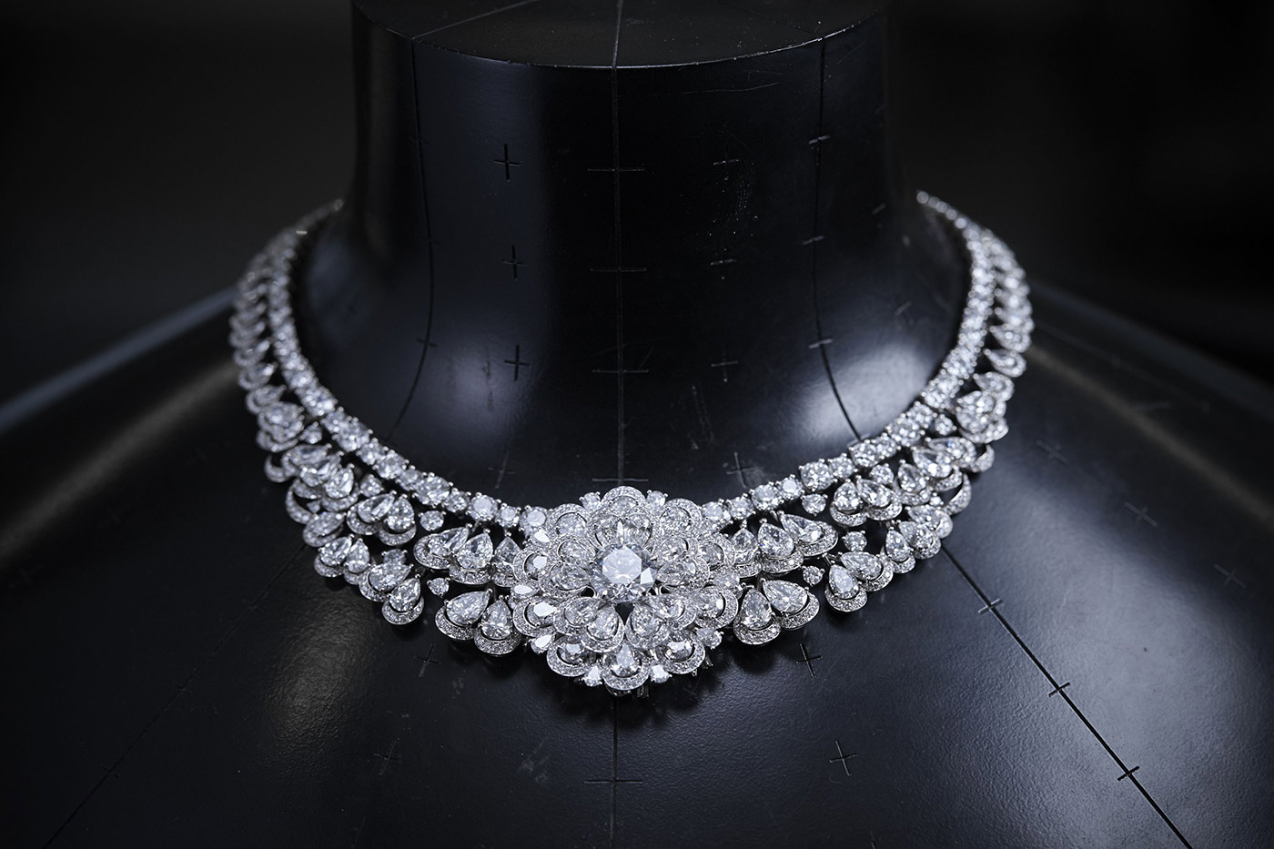 Chopard 'Queen of Kalahari' necklace with pear and brilliant cut diamonds