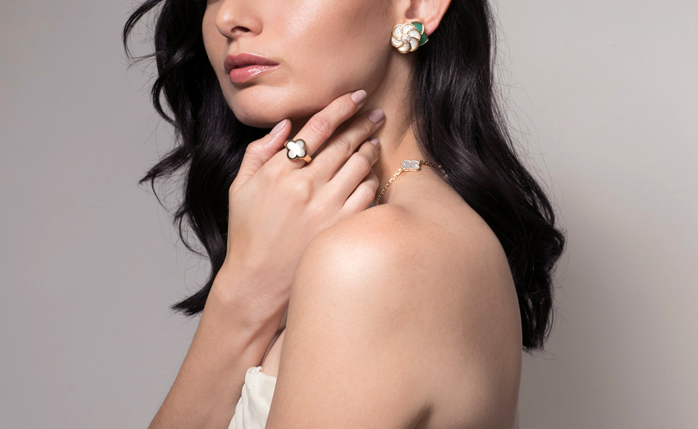Van Cleef&Arpels 'Alhambra' necklace, earrings and ring from Court&Covet in mother-of-pearl, chalcedony and 18k yellow gold