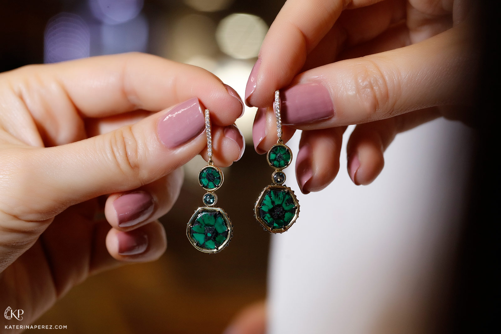 Omi Privé earrings with trapiche emeralds and diamonds set in gold
